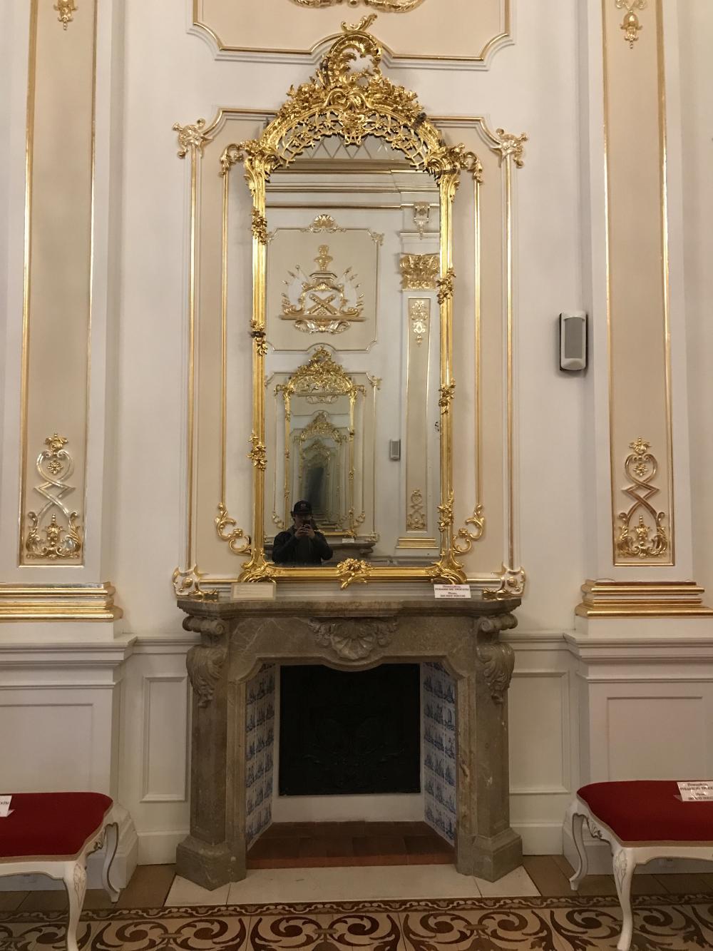 Бесконечное зеркало и камин