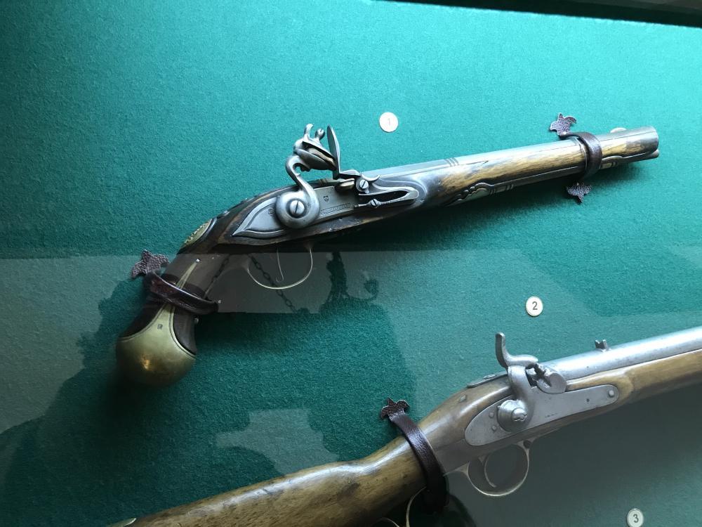 Пистолеты и ружья